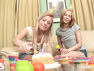 Elly B and choice hottie take turns at playing here a dick