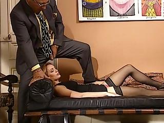 LS se fait baiser par son psy en pleine seance dhypnose