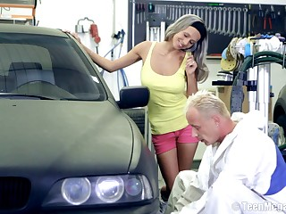 Amateur ungentlemanly Tracy gets fucked by a stranger on her car. On every side HD