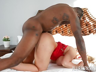 Black close off shows this mature woman proper anal hardcore