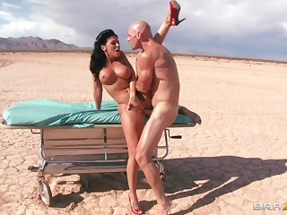 Outdoors gender in the desert ends with a facial for Rachel Starr