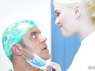 Blonde nurse Antonio Ross drops on their way knees to be fucked good