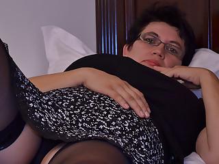 Horny Houswife Gettin' All Adverse - MatureNL