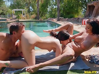 Backyard Beauties Robby Echo, Aria Lee, Becky Bandini - outdoor threesome apart from the pool less domineer mom